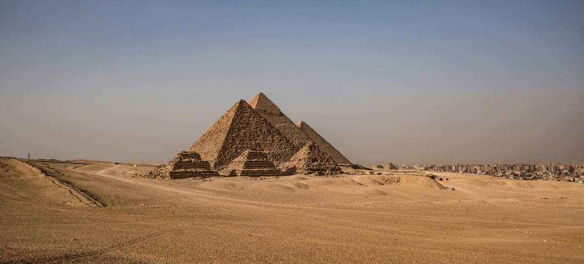 builders-of-the-ancient-mysteries-gizeh-pyramide